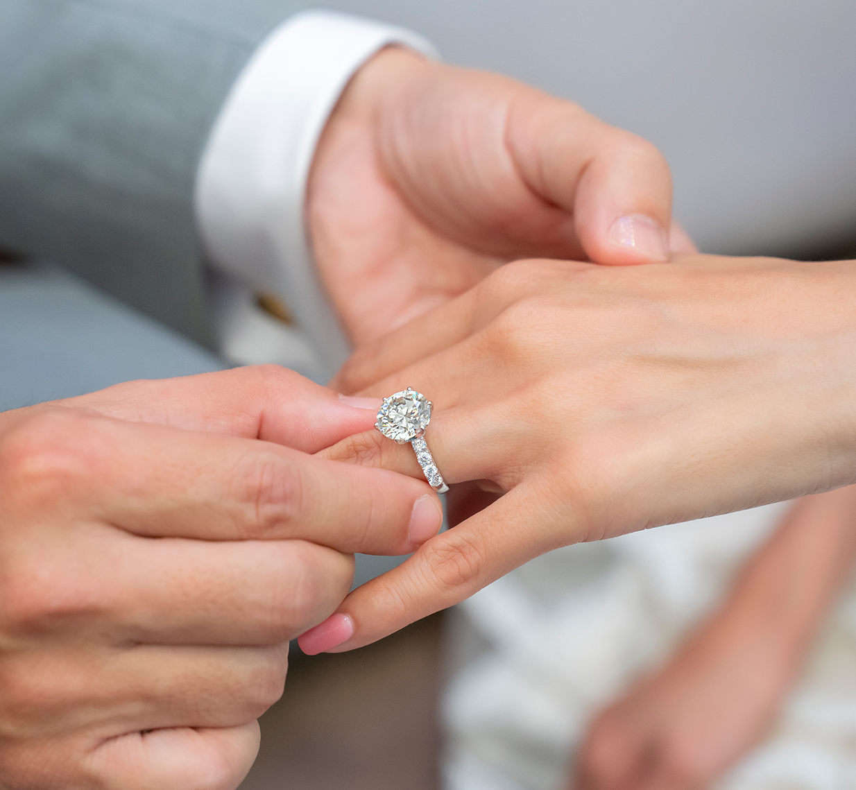Close-up of diamond engagement ring design and diamond mounting on the wedding day